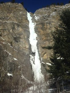 Circus Circus WI4+ 3 pitches 140m in sun (Wes Dyck)